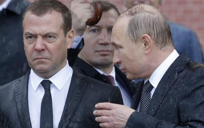 Фото: Дмитро Медведєв і Володимир Путін (REUTERS/Сергій Карпухін)