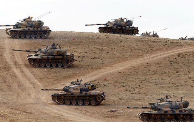 Фото: турецькі танки на кордоні з Сирією