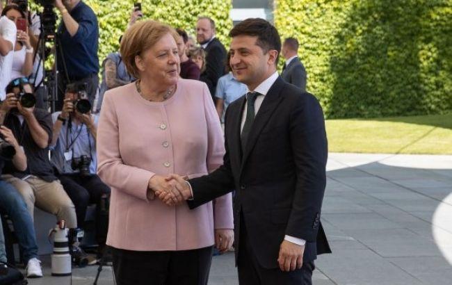 """Зеленський обговорив з Меркель саміт """"нормандської четвірки"""""""