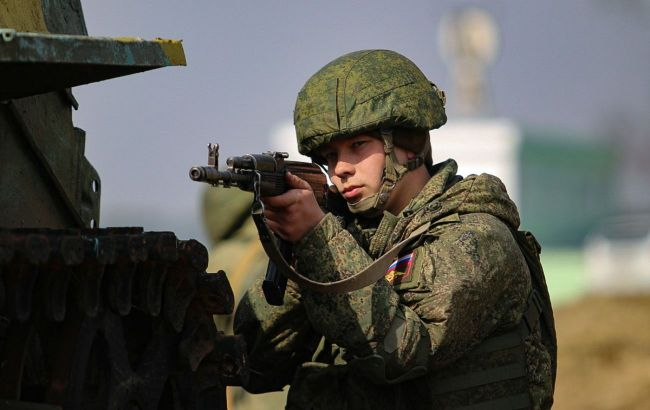 """У НАТО назвали """"сильно запізнілим"""" рішення Росії про відведення військ"""