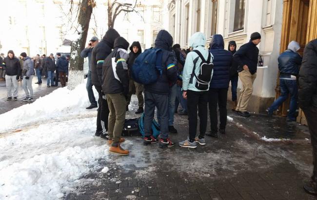 Фото: Хлопці спортивної зовнішності в Києві (facebook.com/gnap.ua)