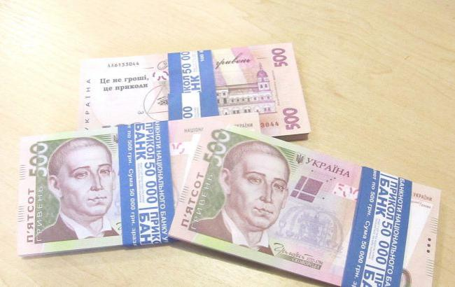 Фото: Пенсионеру выдали деньги сувенирными банкнотами (prom.ua)