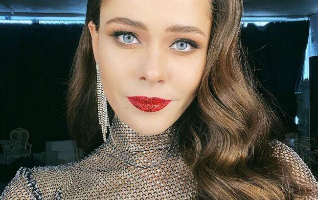 В стильной шубе и с короткой челкой: Юлия Санина восхитила фанатов красотой, соскучились