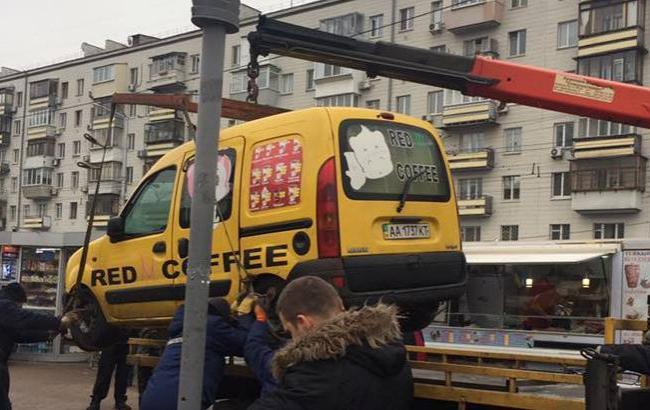 Фото: У Києві демонтували незаконні Мафи