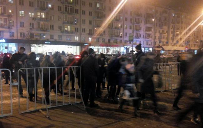 """Фото: столкновения возле дворца """"Украина"""" в Киеве"""