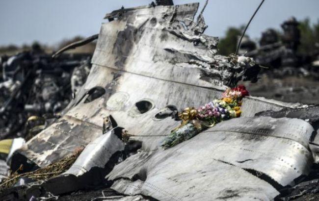 Фото: уламки збитого над Донбасом малайзійського боїнга
