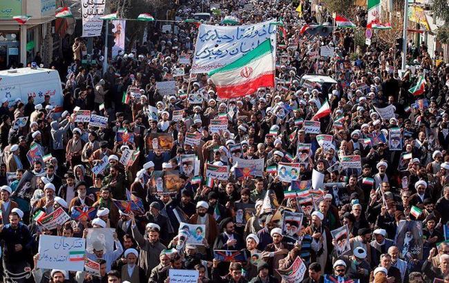 Фото: в Иране запретили преподавать английский в начальной школе