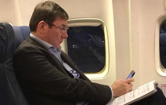Фото: Луценко летить до Гааги