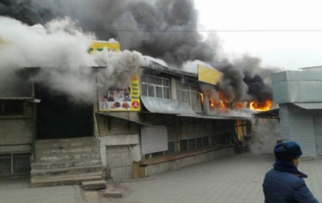 У Киргизії загорівся найбільший в країні ринок, є постраждалі