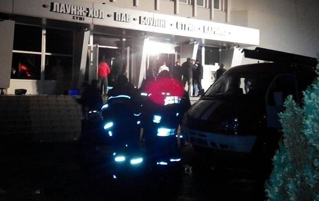 Фото: рятувальники біля нічного клубу у Львові