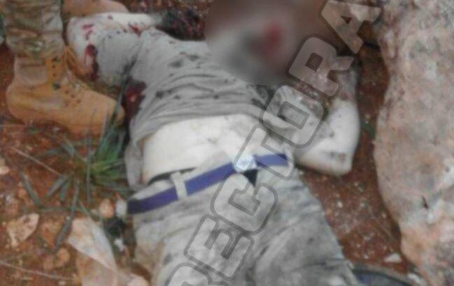 Фото: тело российского военного в Сирии (@QalaatAlMudiq)