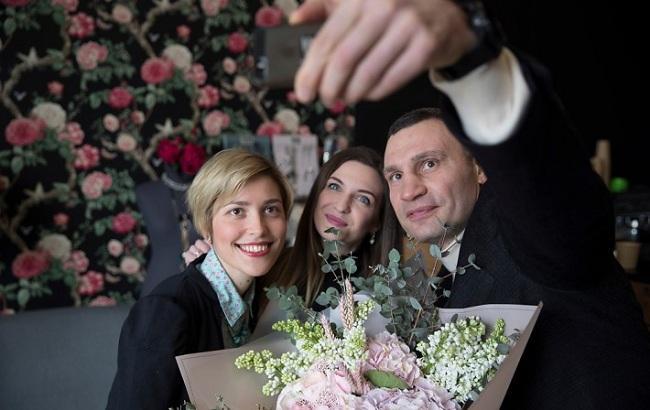 Кличко поздравил женщин с праздником весны (видео)