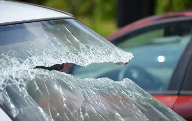 ДТП під Тернополем: автомобіль збив матір з дітьми і втік