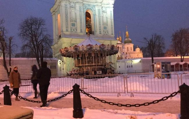 Фото: Карусель біля собору Софії (facebook.com)