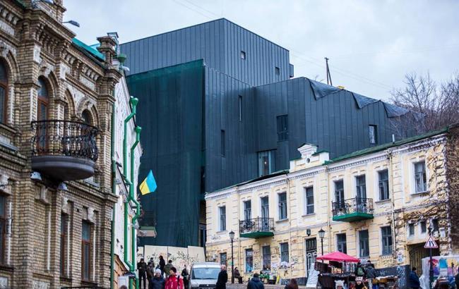 Фото: Фасад реконструйованого театру на Андріївському узвозі (facebook.com)