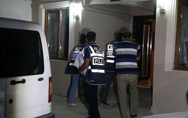 Фото: поліція Туреччини проводить обшуки в компаніях 44
