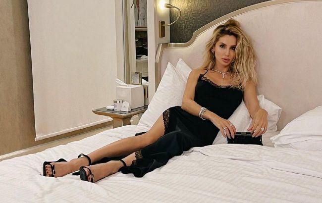 Шикарна: Світлана Лобода на ліжку у взутті на підборах підкорила фанатів красою