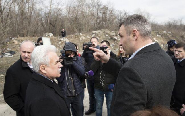 Кличко поручил убрать стихийные свалки мусора в Киеве