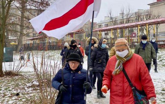Жители Минска собираются на акции солидарности, силовики стягивают спецтехнику