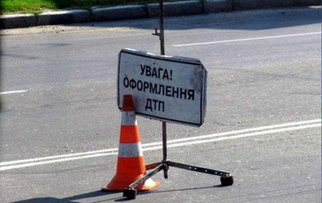 ДТП у Києві: на Південному мосту BMW врізався у військову вантажівку, загинула жінка