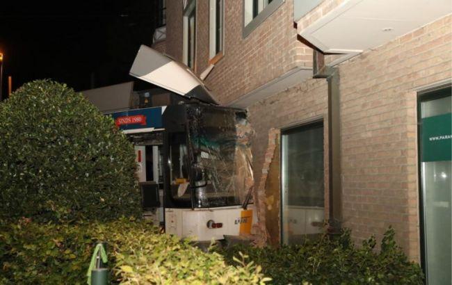 В Бельгии трамвай вьехал в дом, есть пострадавшие