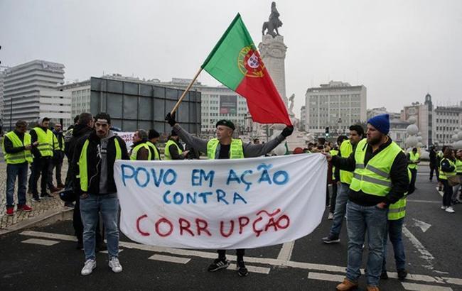 """В Португалии произошли столкновения между """"желтыми жилетами"""" и полицией"""