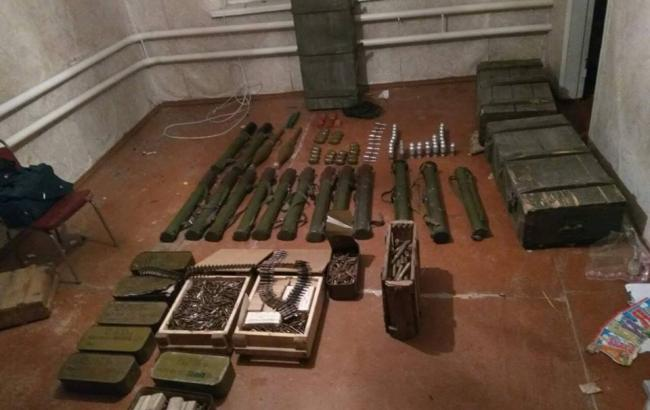 Фото: правоохранители обнаружили схрон боеприпасов