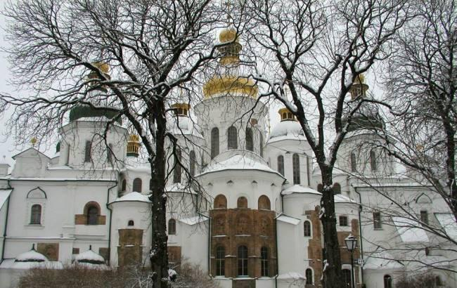 Столичну зиму показали з даху Софії Київської