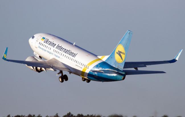 Фото: у Запоріжжі літак рейсу з Києва застряг в застиглому бетоні