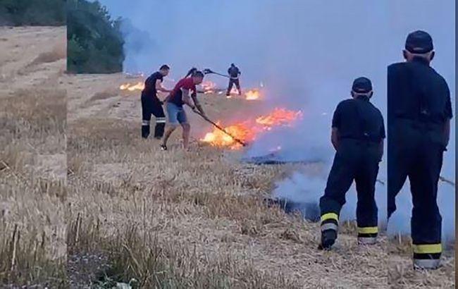 Героїчний вчинок: тернопільський спортсмен Юрій Сенів допоміг рятувальникам врятувати поле від вогню