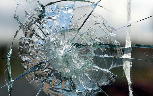 В Запорожье из автомата расстреляли автомобиль, водитель в реанимации, - МВД