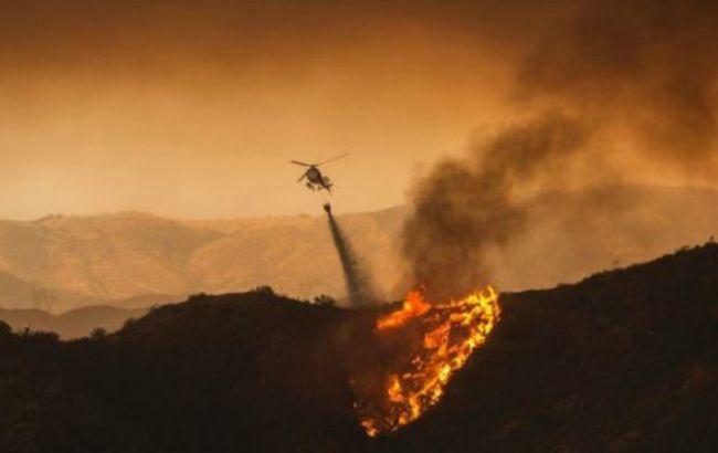 Фото: пожежу намагаються загасити 900 пожежників