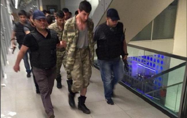 Фото: задержание военных в Турции