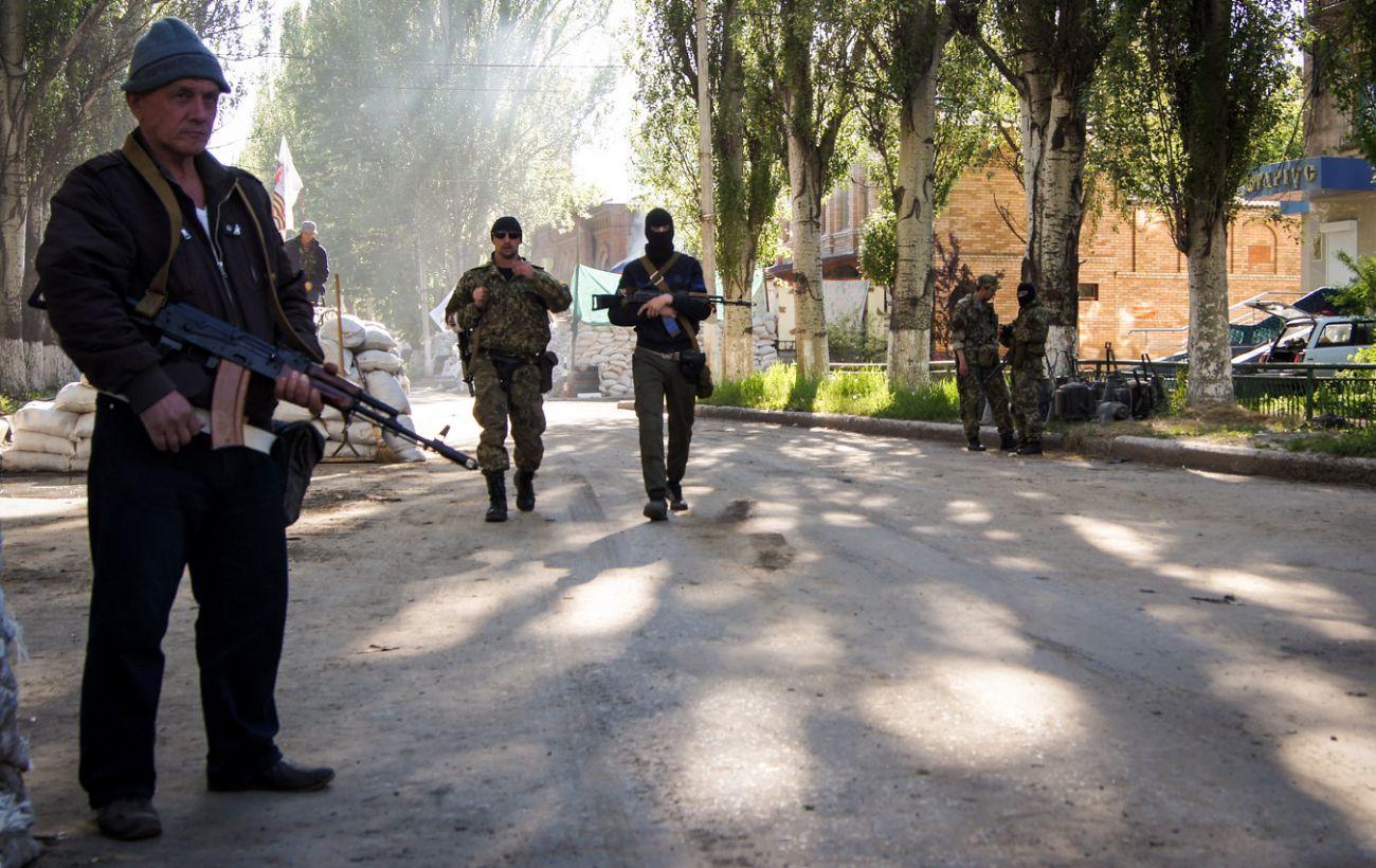 Прокуратура встановила майже 600 осіб, постраждалих від катувань бойовиків