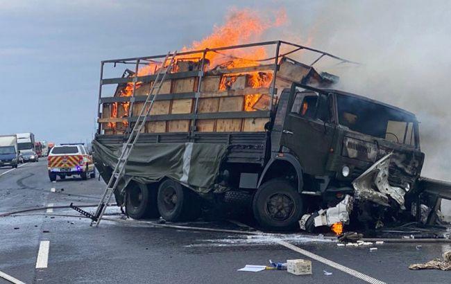 Під Хмельницьким сталася страшна ДТП з жертвами: зіткнулися військовий КамАЗ і легковик (відео)