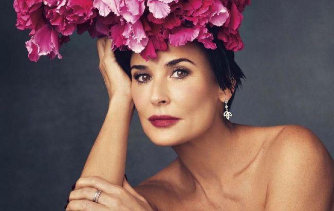 Розкішна жінка: 58-річна Демі Мур підкорила квітучим виглядом на обкладинці глянцю