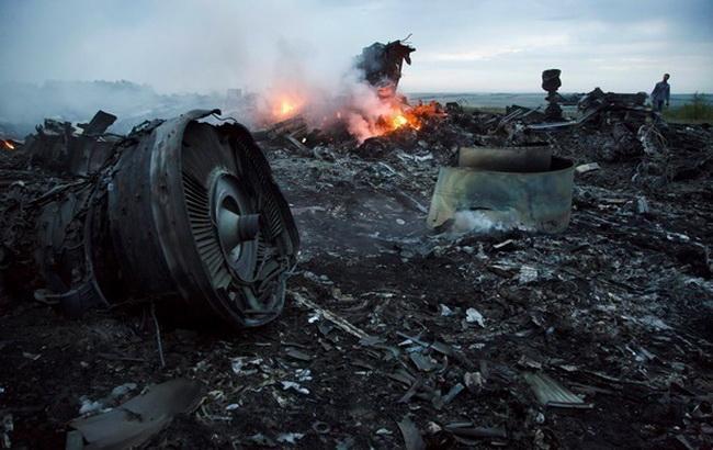 Фото: место крушения Боинг 777 на Донбассе