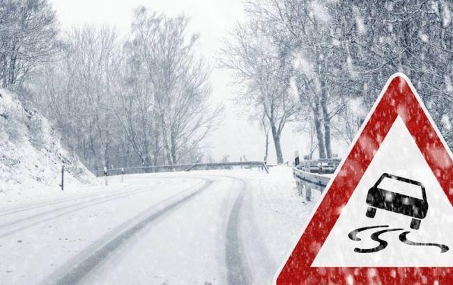 Негода в Україні: у трьох областях досі обмежено рух на дорогах