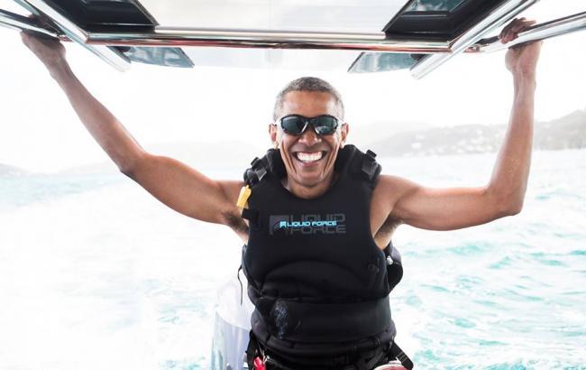 Обама на отдыхе провел дуэль по серфингу с миллионером