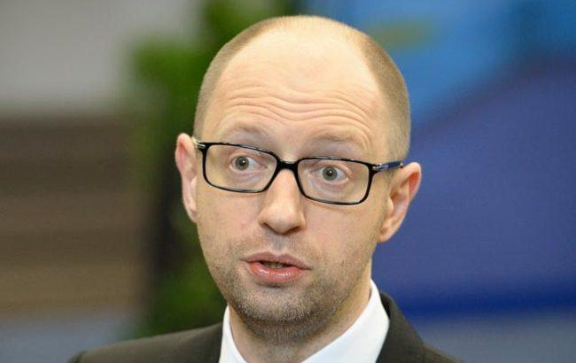 Арсению Яценюку придется постараться, чтобы проиндексировать минимальные зарплату и пенсию