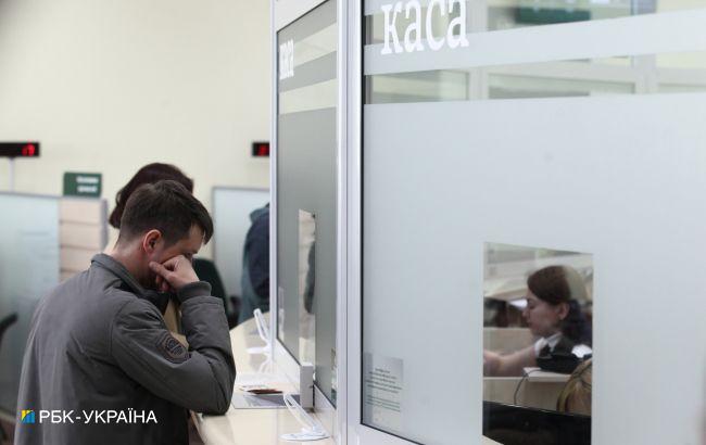 Банки зобов'язали вказувати всі умови та друкувати договори великим шрифтом
