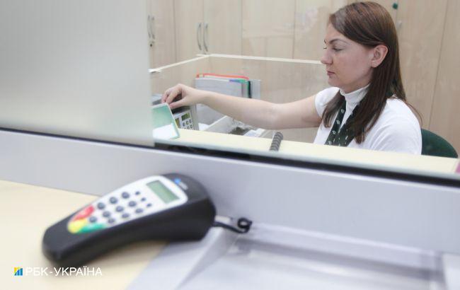 Банки сокращают отделения, снимают банкоматы и устанавливают POS-терминалы, - обзор НБУ