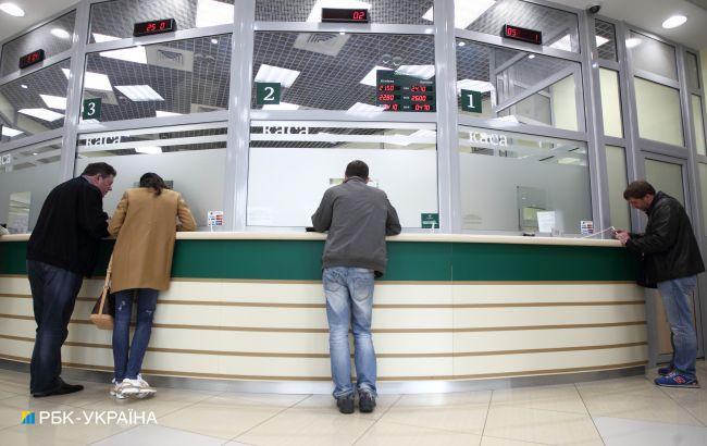 Банки сохранили ставки для населения выше 30% годовых: сколько стоит кредит