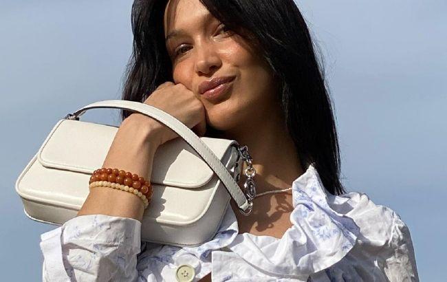 Блуза на голое тело и кожаные брюки: стильная Белла Хадид блеснула роскошной фигурой