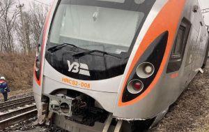 """Залізничники підняли три вагона, що зійшов з рейок потягу """"Інтерсіті"""""""