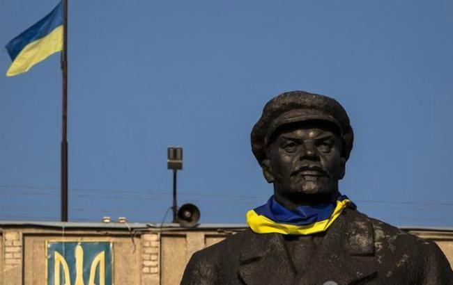 В Киеве рекомендуют демонтировать более 100 памятных знаков коммунистического режима, - УИНП