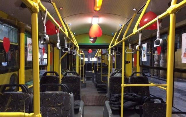 Фото: Украшенный салон общественного транспорта