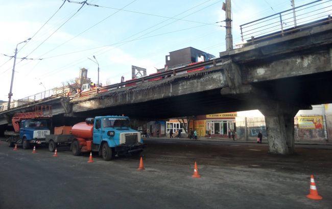 Обвал мосту в Києві: рух по Шулявському шляхопроводу відновлено