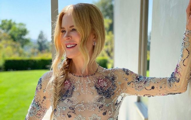 Самая красивая: 53-летняя Николь Кидман в прозрачной блузе похвасталась стройной фигурой