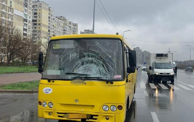 В Киеве водитель маршрутки насмерть сбил женщину возле пешеходного перехода